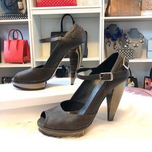 Chloe Horseshoe Brown Heels sz 39